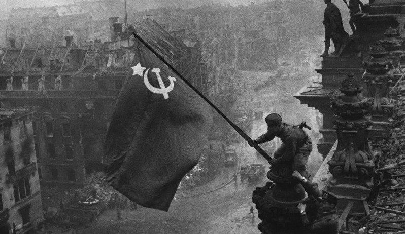 βερολίνο σοβιετική σημαία