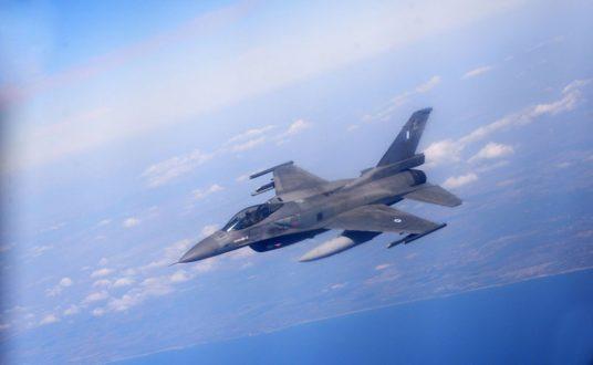 Έλληνες, Αμερικανοί και Ισραηλινοί πιλότοι κατά τη διάρκεια ενημέρωσης στο πλαίσιο της άσκησης Blue Flag