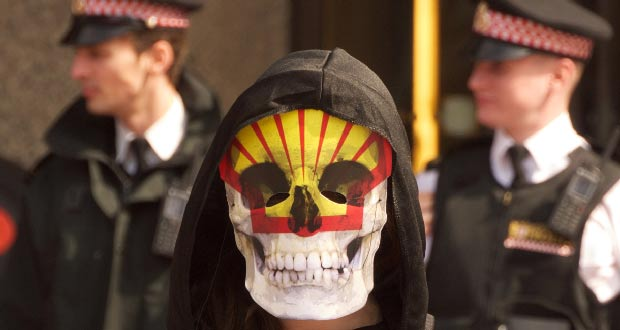 Grim-Reaper-at-Shell-AGM-London-by-rikki-Indymedia2
