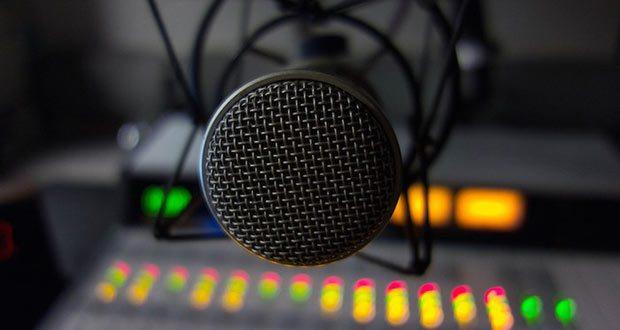 radio-microphone-cc-700x467