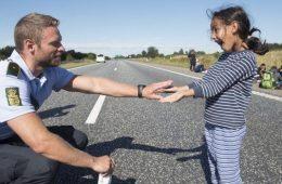 αστυνομικός μετανάστρια αλληλεγγύη