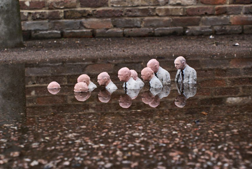 Follow the leaders - Isaac Cordal