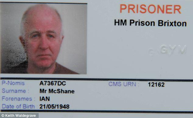 Η ταυτότητα του έγκλειστου, Ντένις ΜακΣέιν (Πηγή φωτογραφίας: info-war.gr)
