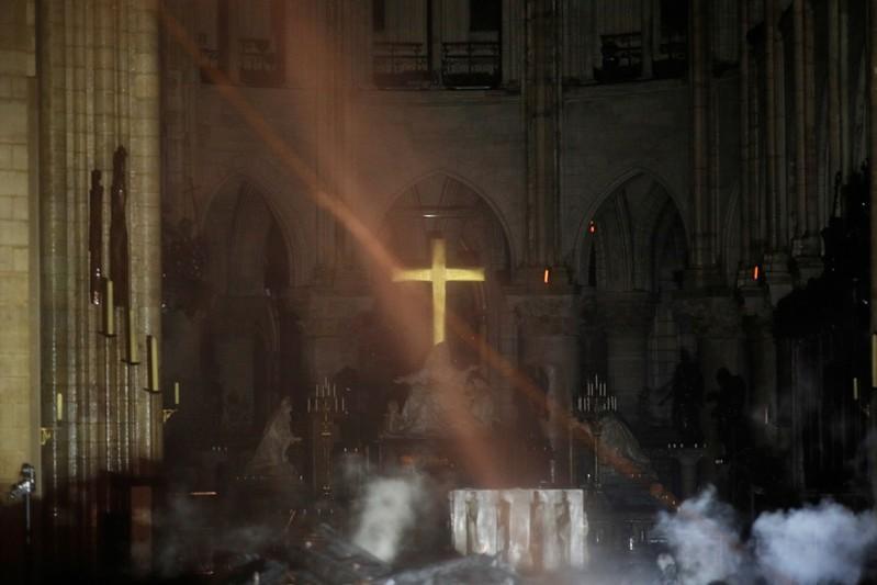 θαύμα σταυρός παναγία των παρισίων