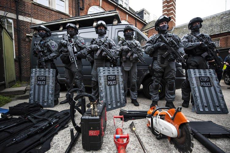 πόλεμος στην άκρα αριστερά - αστυνομία
