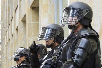 εισβολή της ΕΛ.ΑΣ. σε κλαμπ της Αθήνας
