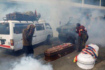 Βολιβία αστυνομία διαδηλωτές φέρετρα θύματα Μοράλες πραξικόπημα