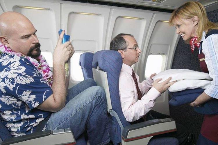 καθίσματα αεροπορικών θέσεων στενά