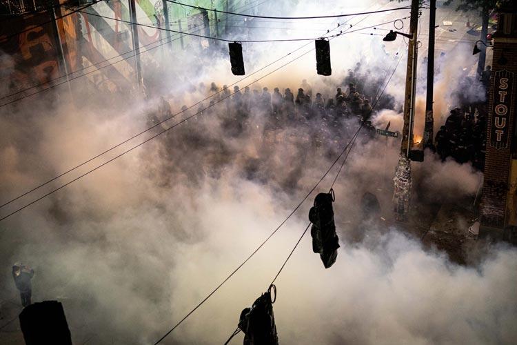 χημικά δακρυγόνα αστυνομία κορονοϊός