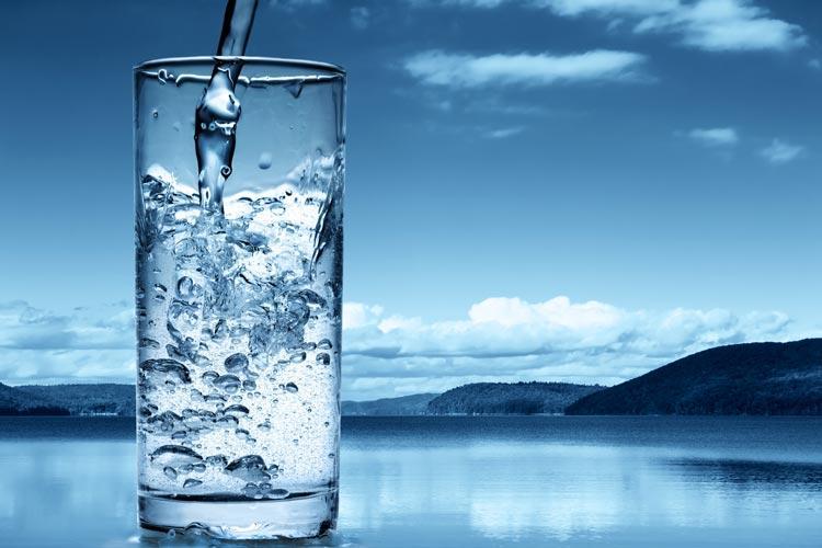 Ξεπουλάνε το νερό