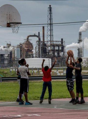 πετρελαϊκές εταιρείες αστυνομία μαύρες κοινότητες