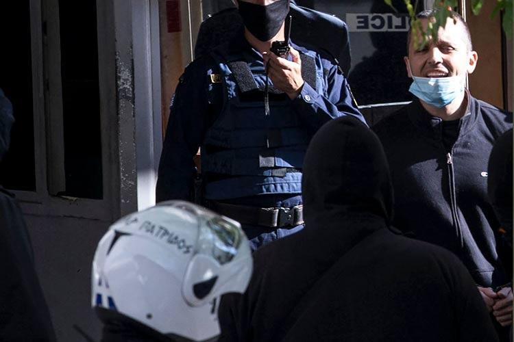 αστυνομικός χρυσή αυγή κασιδιάρης