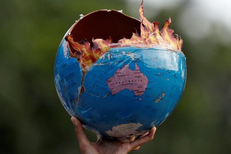 Ναόμι Κλάιν Στις φλόγες κλιματική αλλαγή
