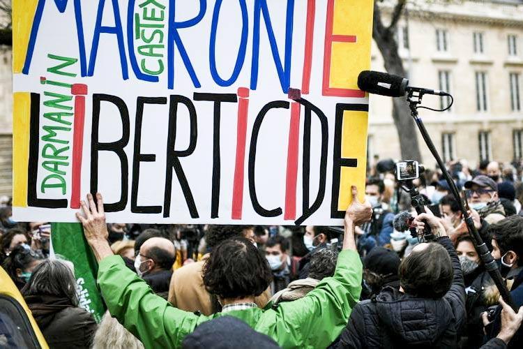 Γαλλία κινητοποιήσεις για το νόμο Μακρόμ