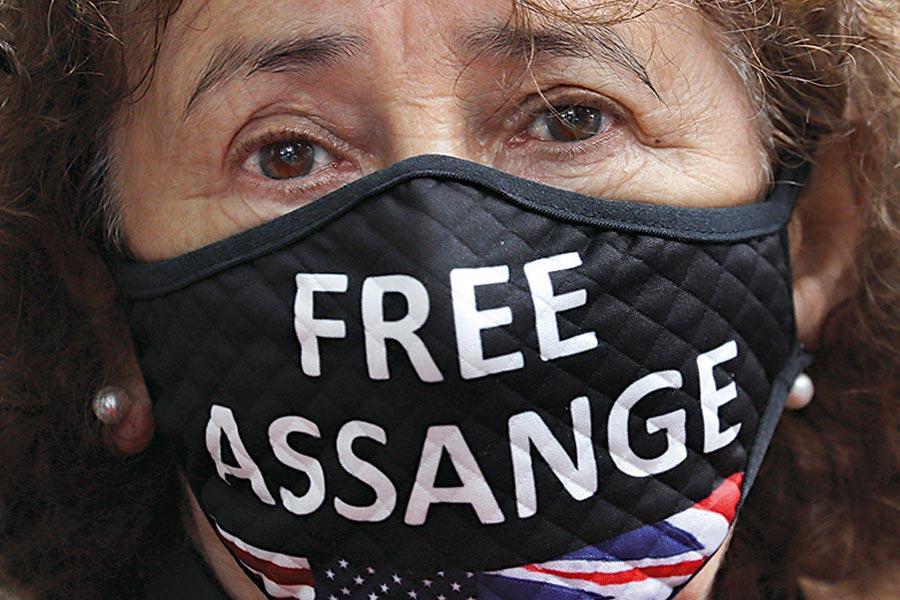 Τζούλιαν Ασάνζ free Assange πρεσβεία